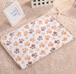 2016-new-40-x-60cm-cute-floral-pet-sleep-warm-paw-print-dog-cat-puppy-fleece_4